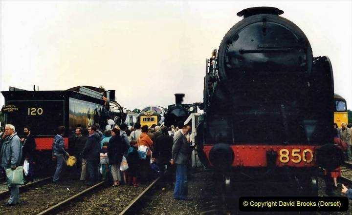 2009-08-20 Woking Rail 150. (13) 064