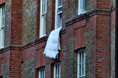 2019-12-15 London. (38) Please oblige your landlady by hanging out your bedding to air. 038