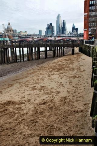 2019-12-16 London. (33)  The River Thames beach. 033