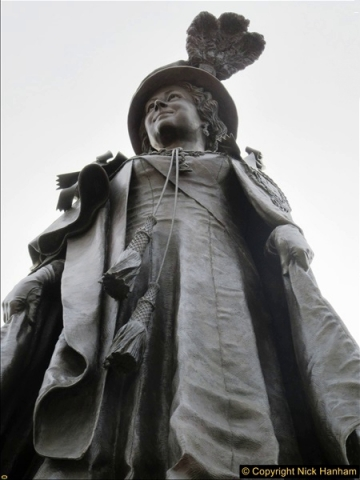 2016-11-16 The new statue to late Queen Mother in Dorchester, Dorset. (4)163