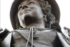 2016-11-16 The new statue to late Queen Mother in Dorchester, Dorset. (5)164