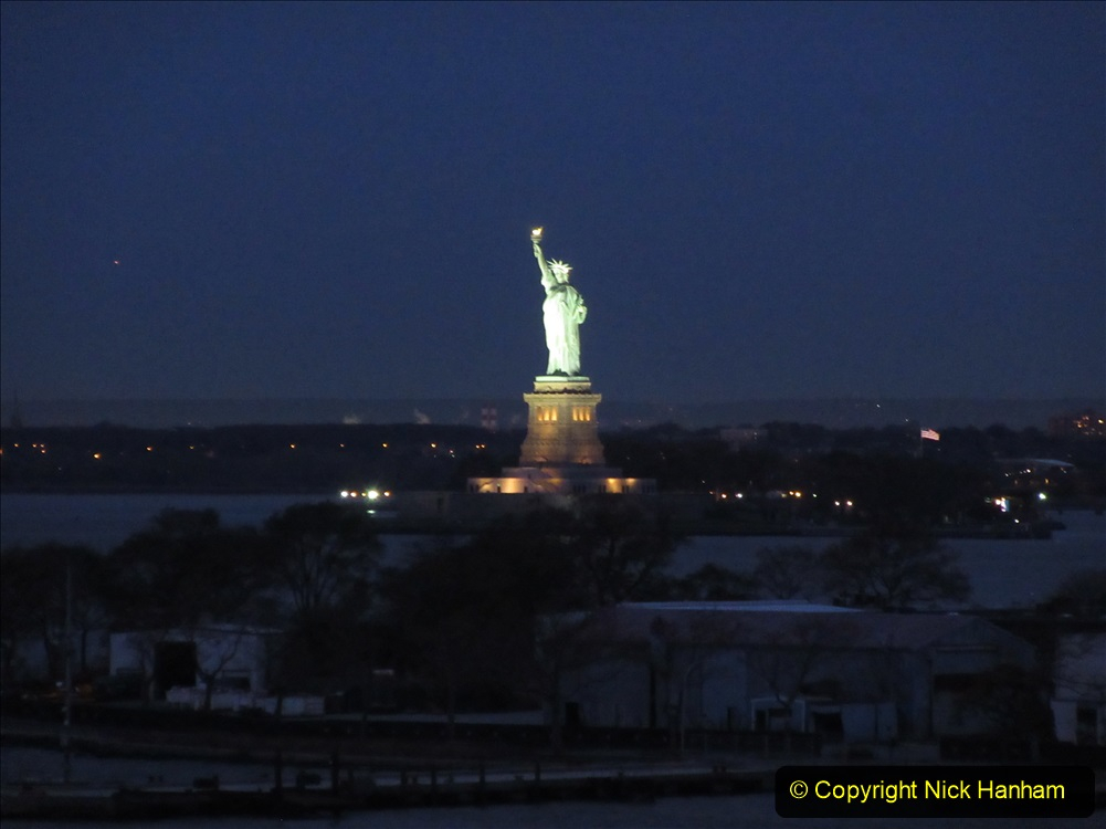 2019-11-10 New York. (27) New York arrival on Queen Mary. 027