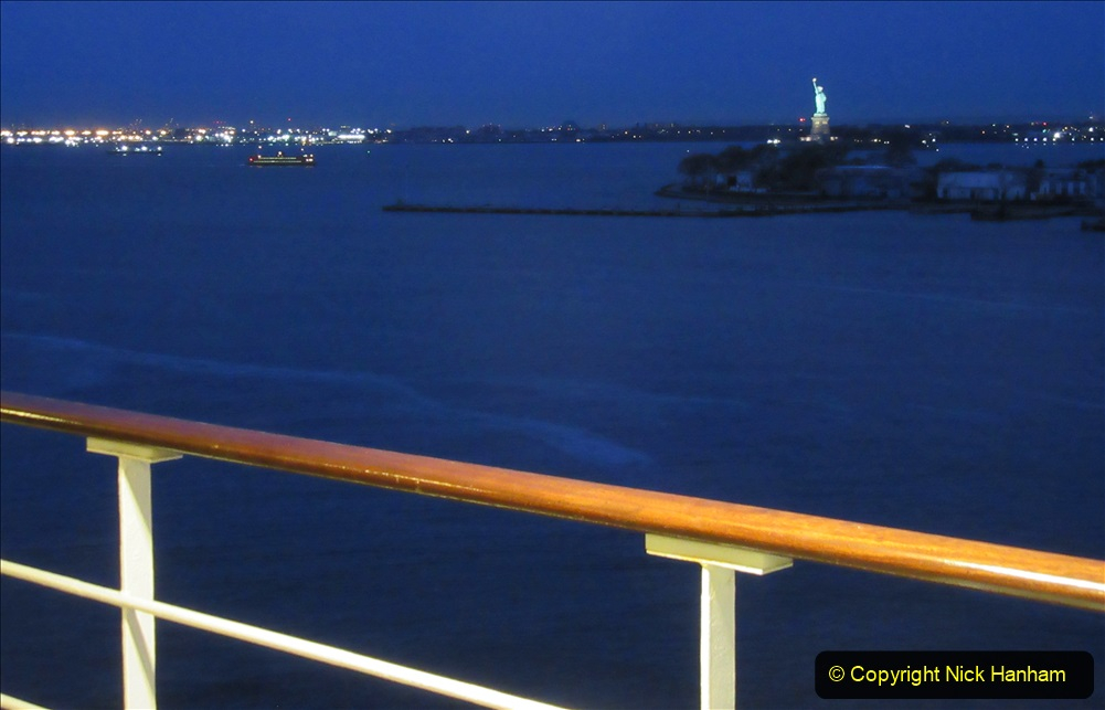 2019-11-10 New York. (29) New York arrival on Queen Mary. 029