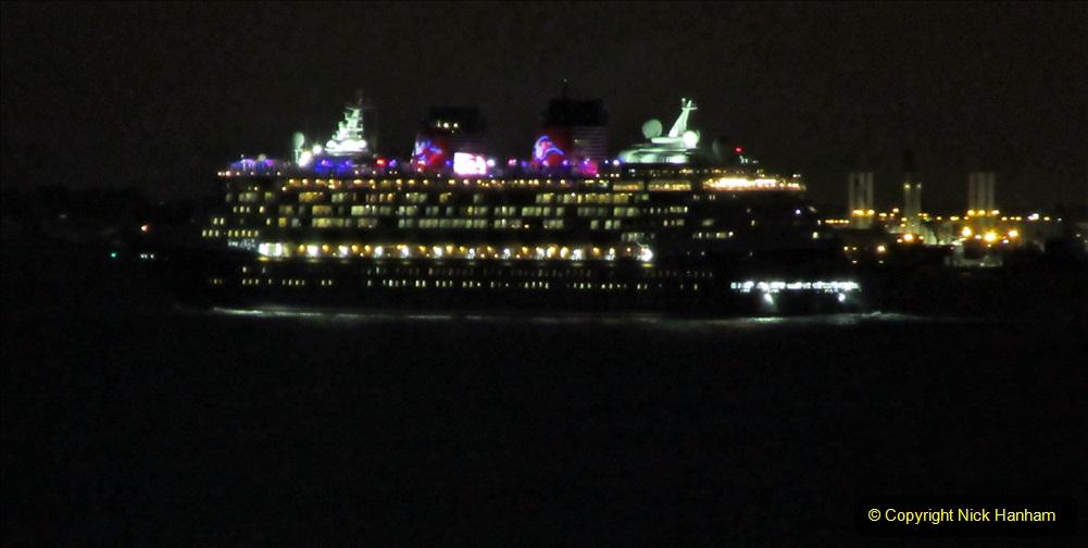 2019-11-10 New York. (415) Manhatten. Cruise ship leaving the harbour. 410
