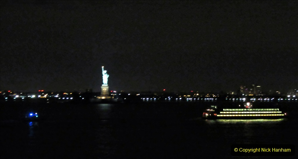 2019-11-10 New York. (419) Queen Mary leaving New York. 416