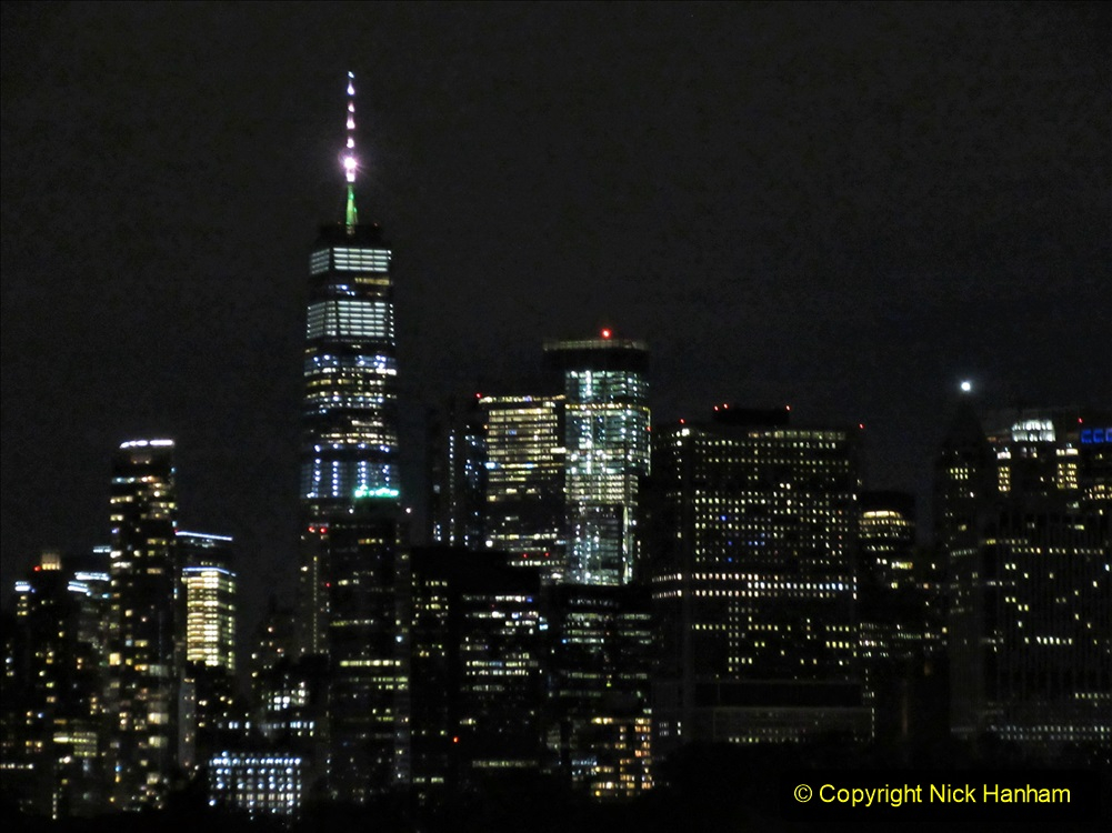 2019-11-10 New York. (420) Manhatten. Cruise ship leaving the harbour. 417