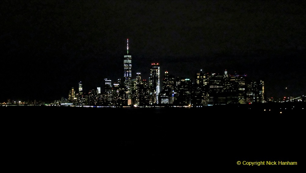 2019-11-10 New York. (420) Queen Mary leaving New York. 418