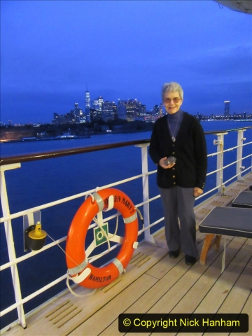 2019-11-10 New York. (26) New York arrival on Queen Mary. 026