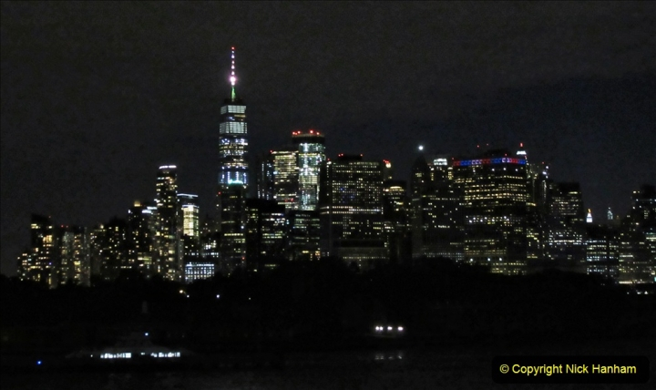 2019-11-10 New York. (418) Manhatten. Cruise ship leaving the harbour. 413