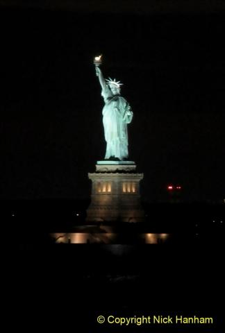 2019-11-10 New York. (422) Manhatten. Cruise ship leaving the harbour. 421