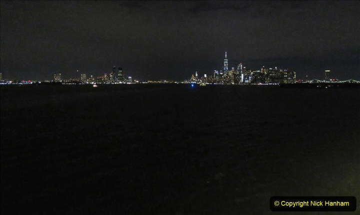 2019-11-10 New York. (423) Queen Mary leaving New York. 423
