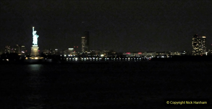 2019-11-10 New York. (424) Queen Mary leaving New York. 424