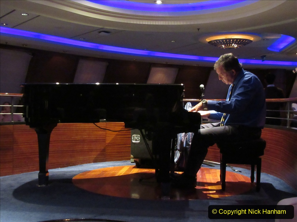 2019-11-03 to 17 Cunard's Queen Mary Southampton to New York. (259) Evening Entertainment in the Commodore Club. 259