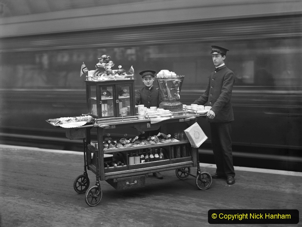Great Western Railway refreshment trolley, about 1910