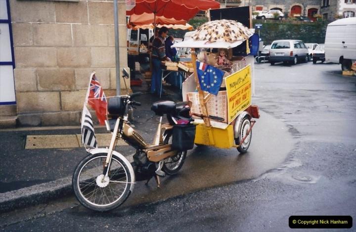 1994 France - October. (86) Morlaix and market. 86