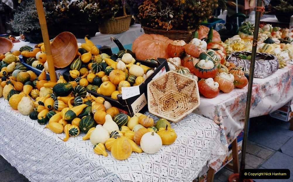 1995 France October. (61) Morlais and the Market. 61