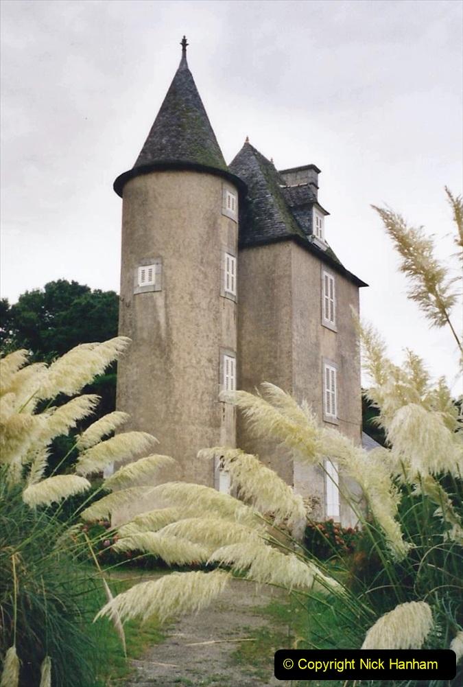 2000 France in September. (16) At the estuary.16
