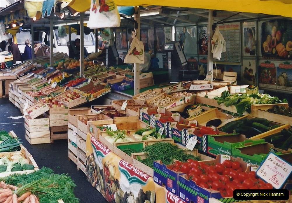 2000 France in September. (22) Carantec Market.  22