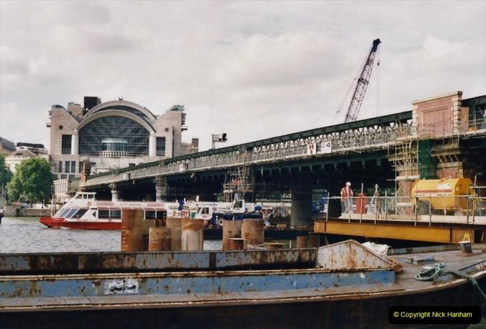 2000 Miscellaneous. (321) London.Charring Cross Station and Bridge.322