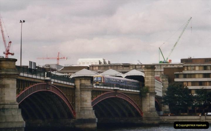 2000 Miscellaneous. (325) London. Blackfriers Station.326