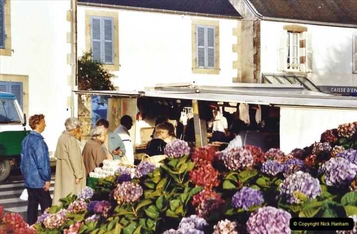 2001 September in France. (23) Market at Carantec. 23