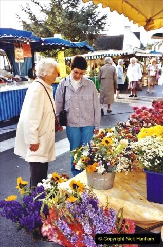 2001 September in France. (29) Market at Carantec. 29