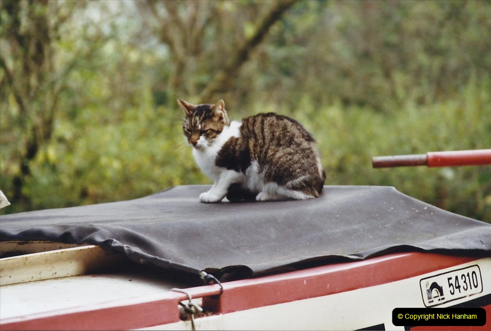 2002 Kennet & Avon Canal and The River Avon narrow boat trip with friends. (23) Ships cat.023