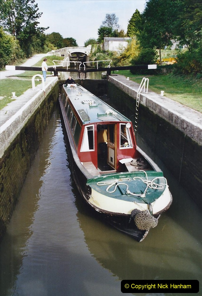 2002 Kennet & Avon Canal and The River Avon narrow boat trip with friends. (42) Bath, Somerset. 042