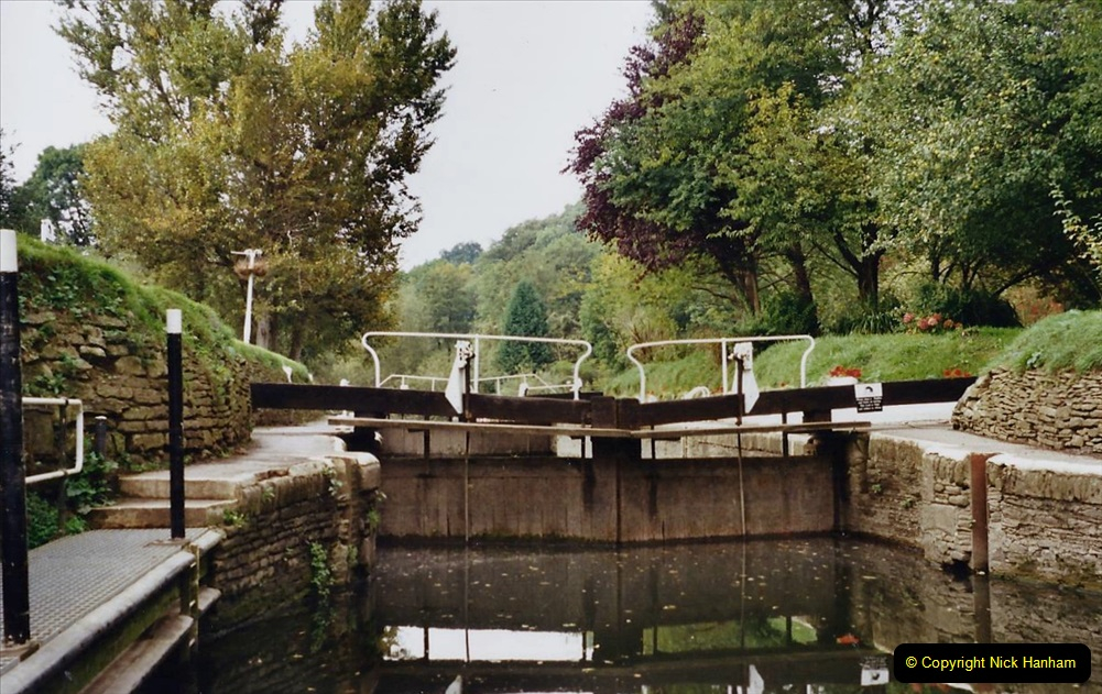 2002 Kennet & Avon Canal and The River Avon narrow boat trip with friends. (69) Now on the River Avon to Bristol. 069