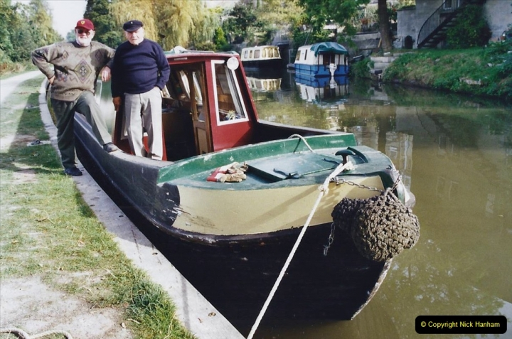 2002 Kennet & Avon Canal and The River Avon narrow boat trip with friends. (40) Bath, Somerset. 040