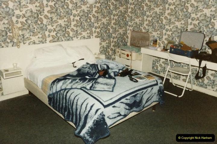1986 Brittany, France. (32) Dol De Bretagne - Logis De France. 032