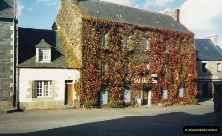 1988 Brittany, France. (27) St.Tegonnec. 27