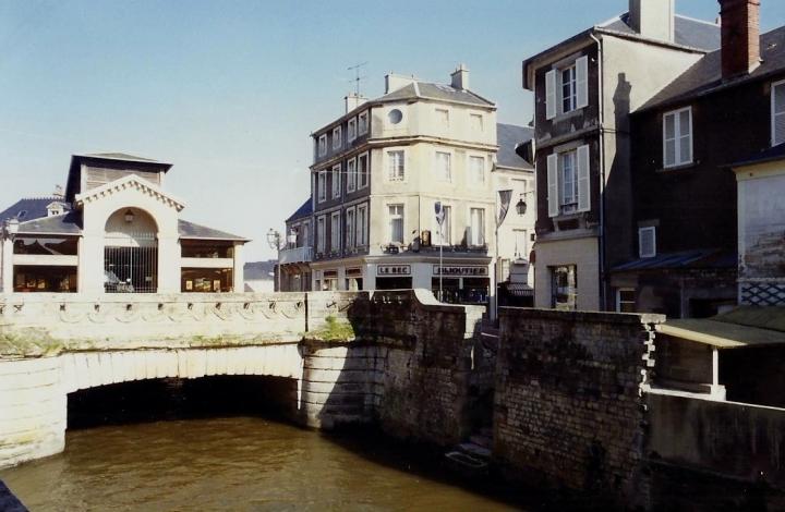 1990 Retrospective France North West and Paris, School Visit. (47) Bayeux. 047