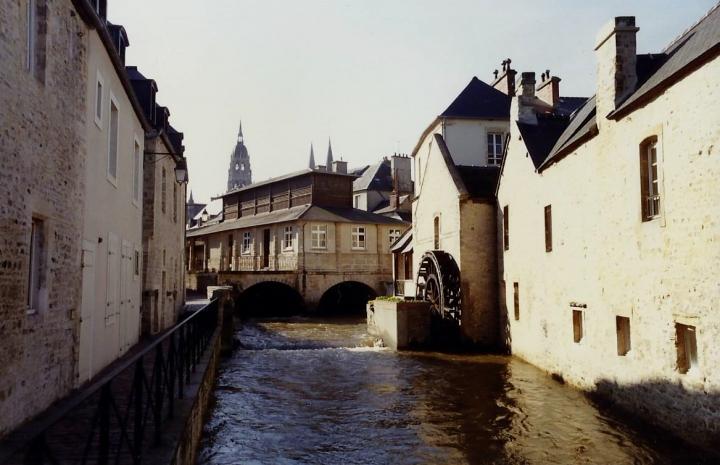 1990 Retrospective France North West and Paris, School Visit. (48) Bayeux. 048