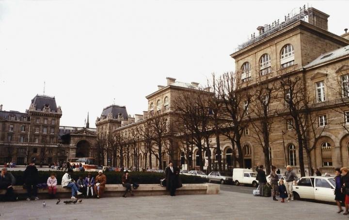 1990 Retrospective France North West and Paris, School Visit. (89) Paris. 089
