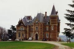 1990 Retrospective France North West and Paris, School Visit. (12) Our school hotel Chateau De La Guerche. 012