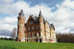 1990 Retrospective France North West and Paris, School Visit. (14) Our school hotel Chateau De La Guerche. 014
