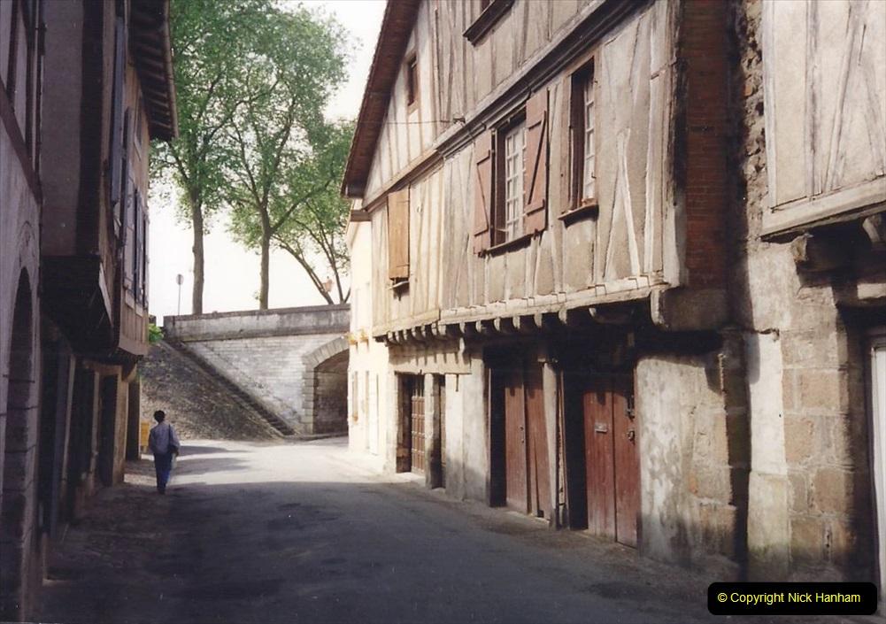 1994 France. (64) Confolens. 064