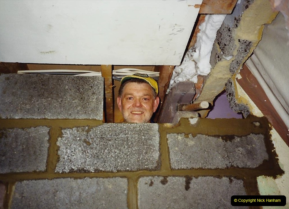 1989 April May June Your Host Building Cloakroom and shower room using alleyway between garage and house. (14)