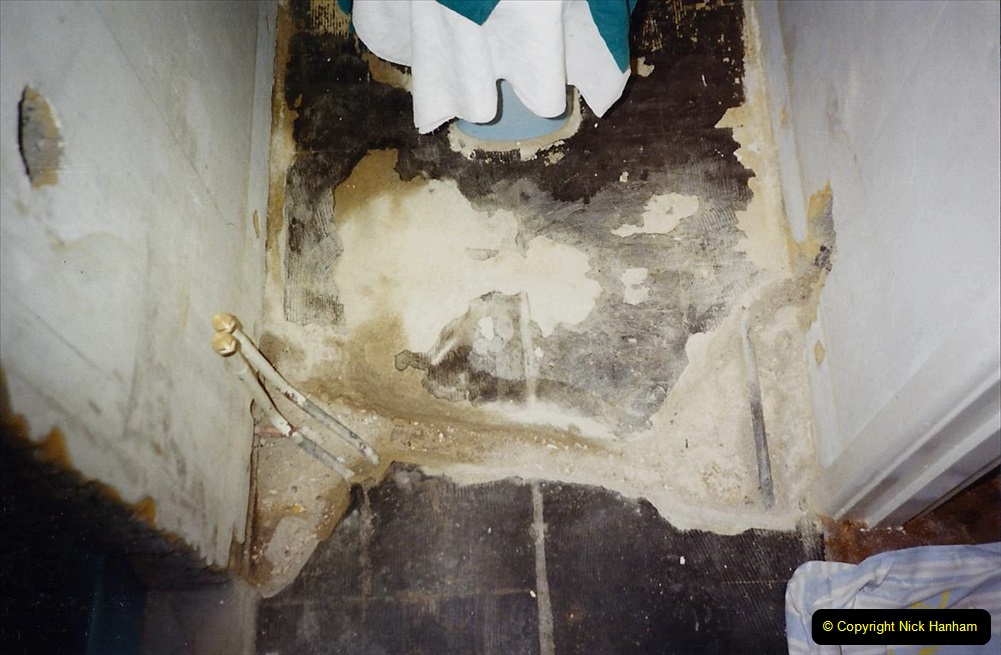 1989 April May June Your Host Building Cloakroom and shower room using alleyway between garage and house. (21)