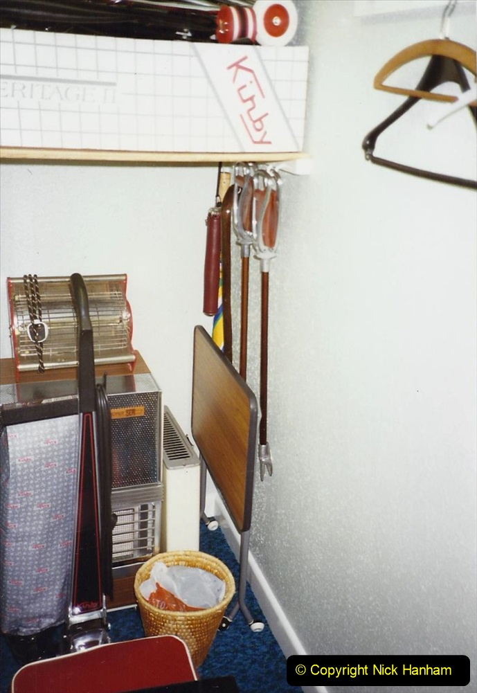 1989 April May June Your Host Building Cloakroom and shower room using alleyway between garage and house. (30)