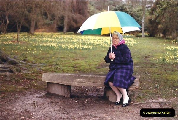 1985 Sheffield Park Gardens. (6) Haywards Heath, East Sussex. Your Host's Late Mother.433242