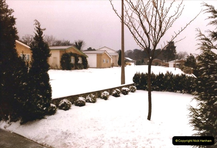 1986 Snow at your Host's Home. (3) 508317