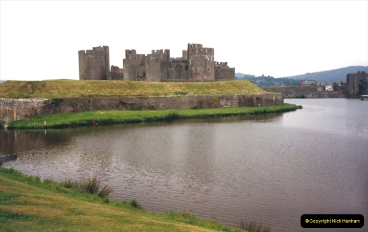 1988 Caerphilly Castle, Glamorgan, South Wales. (29)627440