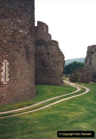 1988 Caerphilly Castle, Glamorgan, South Wales. (30)628441