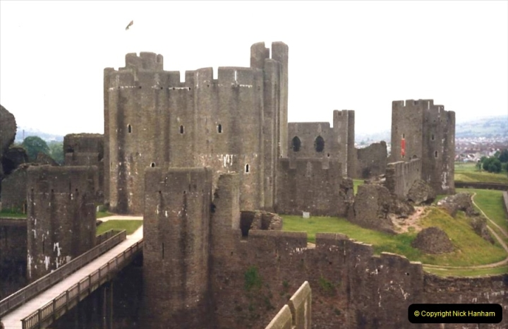 1988 Caerphilly Castle, Glamorgan, South Wales. (34)632445