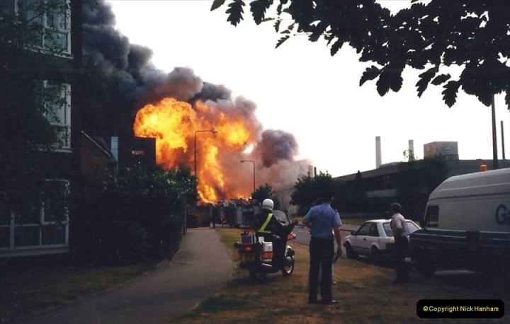 1988 The British Drug Houses fire Poole, Dorset. 21 June. (22)689525