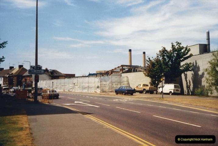 1988 The British Drug Houses fire Poole, Dorset. 21 June. (25)692528
