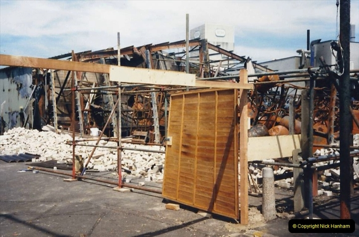 1988 The British Drug Houses fire Poole, Dorset. 21 June. (28)695531