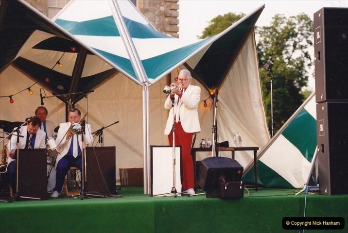 1992 Miscellaneous. (277) Humph & Helen outdoor consert at Kingston Lacy (NT) near Wimborne, Dorset. 0279